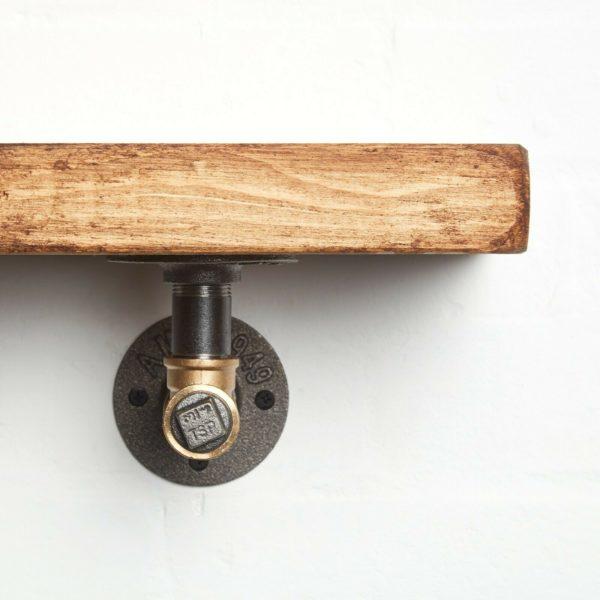 RECLAIMED-Timber-Shelf-With-Black-Brass-T-Nut-Brackets-close-up